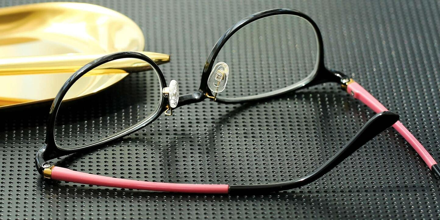 Glasses With Nose Pads
